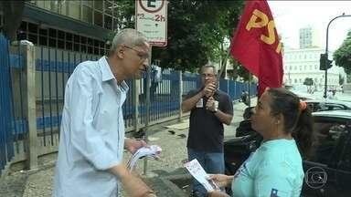 Cyro Garcia (PSTU) faz campanha em frente ao hospital Souza Aguiar - Cyro Garcia (PSTU) faz campanha em frente ao hospital Souza Aguiar