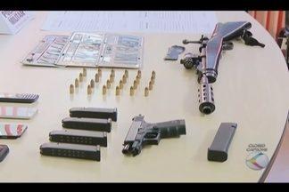 Presos suspeitos de envolvimento em roubos e explosões de caixas em MG - PM de Uberlândia apreendeu armas durante a Operação 'Tortuga'.Ao todo, oito suspeitos estão presos, sendo sete homens e uma mulher.