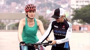 Michelle Loreto aprende a pedalar em 7 minutos - Só com o nosso reflexo, podemos evitar quedas. A respiração ajuda a manter a calma. Entenda os benefícios de pedalar.