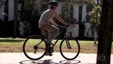 Michele Loretto encara a ciclovia - Nunca é tarde para aprender a pedalar. Conforme foi se aprimorando, Mimi foi testando outros terrenos.