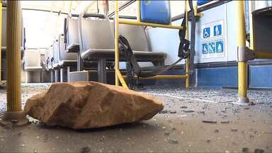 Manifestantes bloquearam a Rodovia dos Minérios, hoje (15) - Segundo a Polícia Rodoviária Estadual, cerca de 600 pessoas participaram do protesto. 3 ônibus foram depredados.