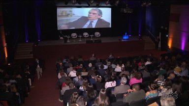 2ª Semana da Democracia vai até amanhã (16), em Curitiba - Nesta sexta-feira, está programado um debate com os candidatos à prefeitura de Curitiba. O tema será a democracia.