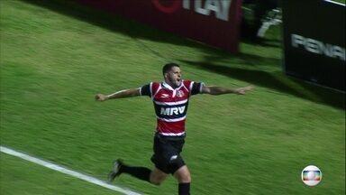 Gol de Bruno Moraes quebra jejum de nove jogos sem vencer do Santa Cruz - Em partida contra o Atlético-PR, time tricolor conseguiu a vitória aos 45 minutos do segundo tempo.