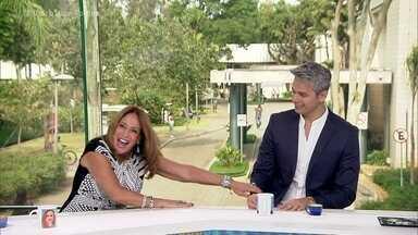 Susana Vieira comenta convite de Naldo para clipe - Atriz brinca que não participou do vídeo porque é 'jovem demais' para interpretar a mãe do cantor