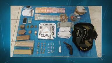 Jovem é preso em flagrante por tráfico de drogas em Juiz de Fora - PM apreendeu 32 pedras de crack entre outras drogas e objetos. Prisão foi realizada após operação no Bairro Jardim de Alá.