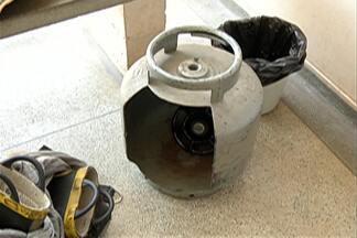 Corpo de Bombeiros realiza ação para orientar sobre botijão de gás em Mogi - Bombeiros conversaram com moradores de Jundiapeba.