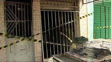 Suspeitos ateiam fogo em mercado e mulher morre trancada em banheiro - Caso foi registrado nesta quinta-feira (15) em Palmares.