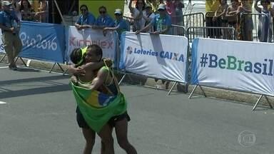 Brasil ganha medalha no último dia da Paralimpíada na maratona - Edneusa Dorta largou com o guia Tito Sena e eles completaram a prova em terceiro lugar.