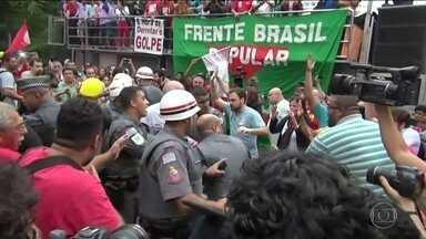 Confusão entre polícia e manifestantes marca ato na Avenida Paulista - A confusão entre a Polícia Militar e manifestantes aconteceu durante um ato organizado pelas centrais sindicais e movimentos sociais contra o governo do presidente Michel Temer.