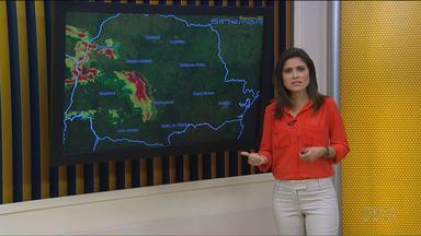 Tempo: Pancadas de chuva se espalham pelo Paraná hoje (19) - De forma geral, temperaturas seguem altas nesta segunda-feira.