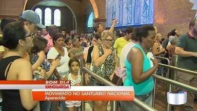 Movimento no Santuário Nacional se intensifica a menos de um mês do feriado da Padroeira - Muitos romeiros antecipam visita à Basílica.