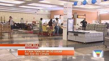 Feira de decoração reúne 45 expositores em São José - Além de conquistar clientes, alguns aproveitam para fechar negócios.