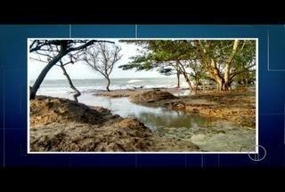 Água volta a subir e invadir ruas de Atafona, em São João da Barra, RJ - Nível da água chegou a 35 cm.