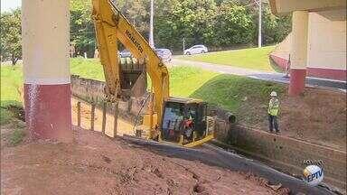 Córrego em Valinhos recebe primeira etapa de obra de canalização contra transbordamento - Primeira etapa da obra acontece em um trecho com extensão de 150 metros, e tem previsão para conclusão até o final do ano.