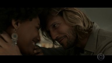 Revelações no quiosque do Celso - Fátima conversa com Firmino sobre Oswaldo. Rose fala com Celso sobre gravidez.