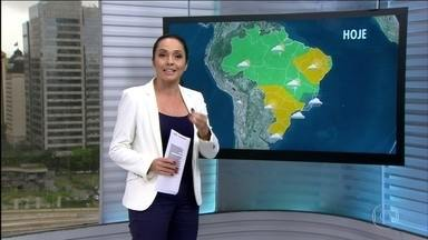 Veja a previsão do tempo para esta quarta (21) em todo o Brasil - Diferente de em 2015, que tinha El Niño e choveu menos no Centro-Oeste, neste mês de outubro a chuva deve ficar dentro da média em todas as áreas da região. A chuva já passou a média do mês no Rio de Janeiro, mas o céu ainda fica mais nublado nesta quarta (21). Nesta manhã há risco de chuva forte e volumosa no Espírito Santo e no centro-leste de Minas.