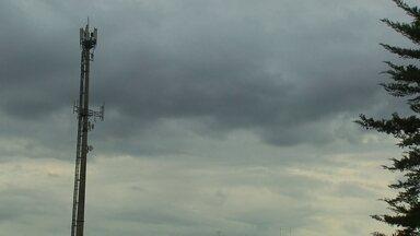 Deputados distritais aprovam projeto de lei que autoriza antenas de telefonia em escolas - Eles aceitaram o argumento das empresas que dizem que a retirada de 32 antenas causaria prejuízo para os consumidores.