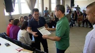 Luis Tibé (PT do B) assina termo de compromisso com servidores municipais de BH - O candidato à prefeitura da capital mineira participou de uma reunião no Sindibel.