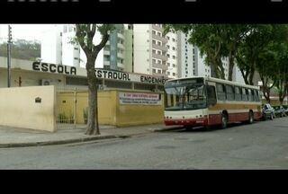 Professores da rede estadual realizam paralisação em Ipatinga e Valadares - Eles reivindicam vários pontos, entre eles reajuste do piso salarial.