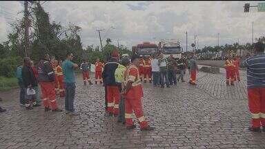 Trânsito fica complicado na Alemoa devido a protesto dos estivadores no Porto de Santos - Trabalhadores já completaram três dias em greve.