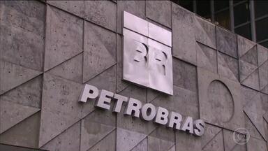 TCU bloqueia R$ 960 milhões de empreiteiras e ex-funcionários da Petrobras - O Tribunal de Contas da União bloqueou bens de mais duas empreiteiras e ex-funcionários da Petrobras investigados na Operação Lava Jato, na contramão de decisões recentes de ministro do STF.