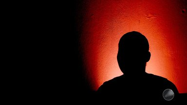 Traumas do estupro: vítimas falam sobre os casos de violência sexual entre familiares - No estúdio, o advogado Gamil Foppel fala sobre as leis que criminalizam o estupro.