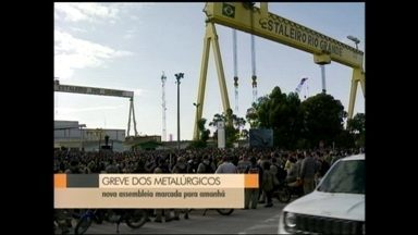 Metalúrgicos do estaleiro Rio Grande, RS, seguem mobilizados - Trabalhadores aguardam pagamento de valores em atraso para retornar ao trabalho. Mobilização começou na quarta-feira da semana passada.