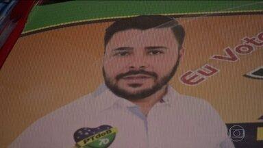 Candidato a vereador em Cuiabá é ferido e o pai morre durante assalto em campanha - Bandidos atiraram num candidato a vereador e no pai dele. O crime aconteceu enquanto eles fazem campanha eleitoral na rua.