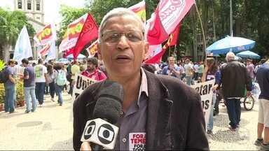 Cyro Garcia (PSTU) fez campanha no Largo do Machado - Cyro Garcia (PSTU) fez campanha no Largo do Machado.