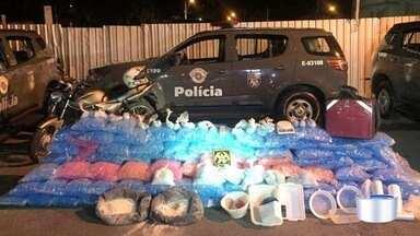 Polícia apreende cerca de 20 kg de cocaína na zona sul de São José, SP - Policiais encontraram cerca de mil cápsulas com cocaína com motociclista.