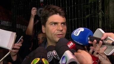 Pedro Paulo diz que ainda não decidiu se vai apoiar candidato no segundo turno - Pedro Paulo, do PMDB, reconheceu a derrota e disse que ainda não decidiu se vai apoiar candidato no segundo turno.