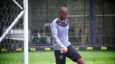Botafogo encara o Figueirense pelo Brasileirão e Jefferson ainda não tem previsão de volta - O goleiro ainda sente dores no braço operado.