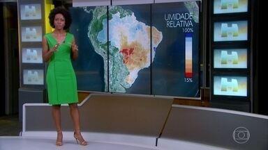 Previsão é de tempo seco em parte do país - O sábado (8) vai ser seco em Brasília e entre São Paulo, Minas Gerais e região Sul. A umidade relativa do ar deve ficar muito baixa nessa área.
