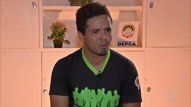 Pai é preso acusado de tentar vender o próprio filho no Mato Grosso do Sul - Ele publicou um anúncio pedindo R$ 3 mil pelo bebê. O Fantástico ouviu os envolvidos nessa negociação criminosa.