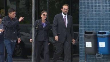 Cunha recebe a visita da esposa na carceragem da Polícia Federal - A visita de Cláudia Cruz foi autorizada porque Eduardo Cunha não tinha recebido parentes desde que foi preso, na quarta-feira (19).