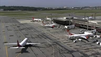 Antena Paulista comemora o Dia do Aviador visitando o aeroporto de Cumbica - O maior aeroporto brasileiro faz mais de oitocentas operações entre pousos e decolagens. Milhares de passageiros são transportados para o Brasil e para o mundo.