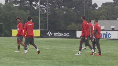 Destaques nos últimos jogos, garotos formam a base do Atlético - Jogadores formados no Furacão decidiram as últimas partidas e mantiveram a equipe no G6 do Campeonato Brasileiro. E nesta segunda (24), contra o América-MG, eles serão maioria em campo