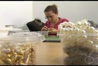 Fábricas de joias e bijuterias apostam em peças exclusivas - Alternativa visa driblar a pouca rotatividade de negócios com a crise econômica.