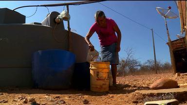 Famílias estão sem receber água na zona rural de Petrolina - Os pipeiros que prestam o serviço estão sem receber os pagamentos