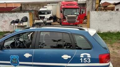 Ladrões foram presos ao tentar roubar 17 toneladas de carne - A Guarda Municipal de Araucária prendeu dois assaltantes que roubaram um carro e duas carretas, uma delas com uma carga de carne avaliada em 150 mil reais.