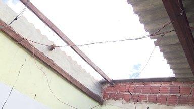 Defesa Civil recebe doação de telhas para famílias atingidas por temporal - Neste sábado (22) também choveu forte em algumas regiões do DF.