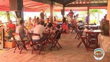 Caraguatatuba abre 2 mil vagas temporárias para alta temporada - Chegada do verão impulsiona contratações temporárias na cidade.