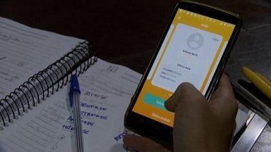 Brasilienses criam aplicativo que disponibiliza ajuda de professores particulares - Quando o aluno tem dificuldades e recorre ao aplicativo, o professor mais próximo ao aluno vai até a casa de quem pediu o serviço e dá a ajuda necessária.