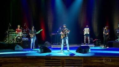 Nando Cordel faz show repleto de romantismo no Recife - Repórter Bruno Fontes conversou com o cantor e compositor.