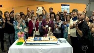 """Programa """"Escreve Cartas"""" do Poupa Tempo Santo Amaro completa 15 anos - A data foi festejada com música e com bolo. Em 15 anos, o programa """"Escreve Cartas"""" realizou mais de 340 mil atendimentos."""