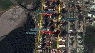 SMTT faz mudanças no trânsito no Garcia nesta segunda-feira - Na próxima segunda-feira (24), a partir das 10h, a Superintendência Municipal de Transportes e Trânsito (SMTT) vai alterar a circulação nas Ruas Flávio Menezes Prado e Moacir Wanderley, no Loteamento Garcia, Bairro Jardins. As ruas terão seus sentidos invertidos para diminuindo as retenções nas avenidas e garantir segurança aos motoristas que trafegam pela região.