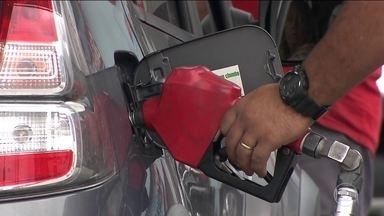 Redução do preço da gasolina não chega ao consumidor - Em 11 estados e no Distrito Federal preço até aumentou. Gasolina baixou, mas o álcool, que compõe a mistura, subiu.
