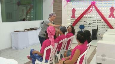 Mulheres recebem dicas de beleza na luta contra o câncer de mama em Campina Grande - Ação foi realizada pela Câmara dos dirigentes lojistas.