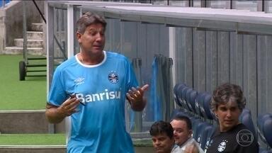 Gre-Nal coloca frente a frente um ídolo consagrado e um em formação - Renato Gaúcho e Vitinho têm em comum a lingua afiada e o poder de decisão.