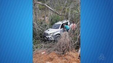 No Amazonas, quatro pessoas morrem em acidente na AM-010 - Acidente envolveu batida entre picape e ônibus.